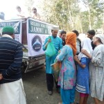 Distribution of warm clothes among kashmir flood victims by Noori Foundation with the help of ITIAR
